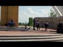 09 05 18 После митинга на концерте на мемориале с Гремячье Школьная ВИ группа Совершенство