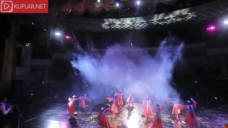 Ulugbek_Rahmatullayev_-_Qirmizi_olma_-_(concert_version)_(HD_Video)_(Kliplar.Net).mp4