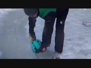 Казанцы сделали ледяную карусель в проруби