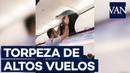 La torpeza de un pasajero de avión con su maleta