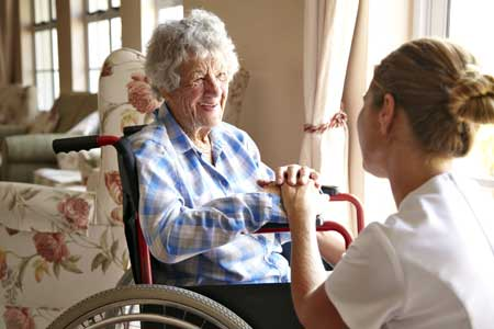 Если пожилому человеку требуется круглосуточный уход, тогда пансионат для пожилых становится единственным разумным решением.