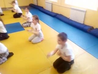 Детская группа Стихия Вин Чунь. Подводящее упражнения для боя на земле.