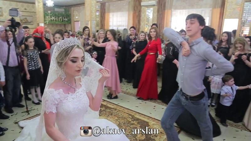 Танец жениха и невесты на свадьбе. Лезгинка зажигательная. Кумыкская свадьба