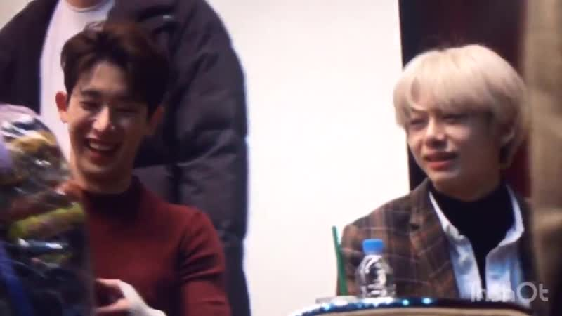 Wonho cute reaction when monbebe gave him lot of ramen ft hyungwon who's staring on it like a jealous kid djdjfjd - -