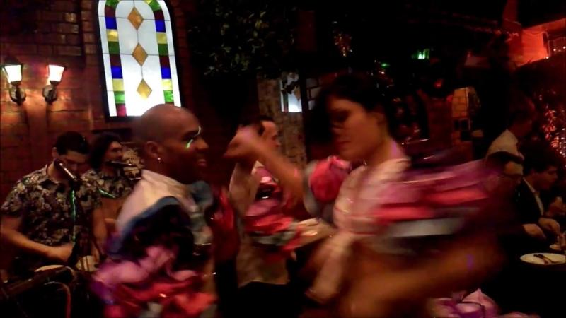 Tres de cuba con bailarines Bachata