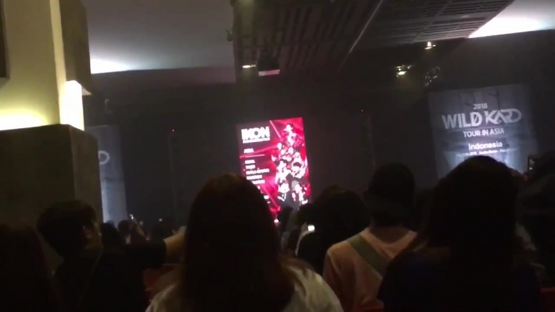 IKON came out on the screen and ppl started singing love scenario️️️