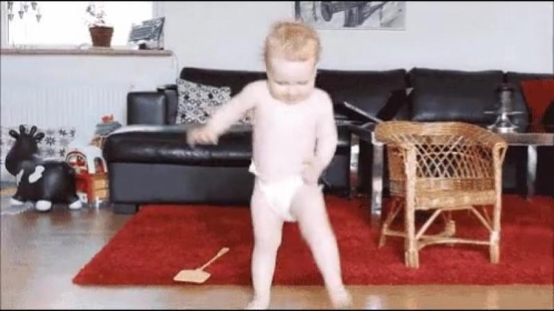 Когда дома нет никого можно и потанцевать