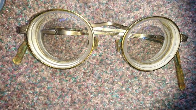 Асферические линзы часто используются в очках.