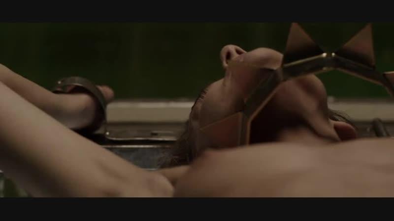 Голая женщина обоссалась от страха (маньяк и его жертва, голая связанная, ебет связанную, издевается над голой девушкой)