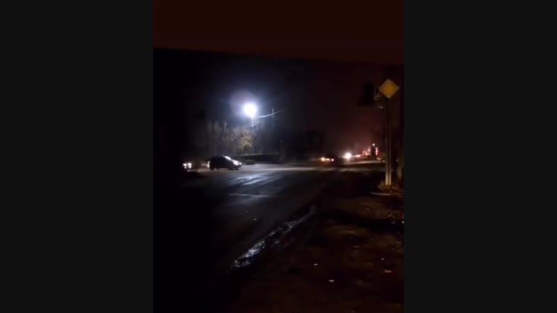 18 В нашем распоряжении появилась запись ДТП с пешеходом. Видео записано в 6:23. На перекрёстке ул. Промышленной и ул. Сельски