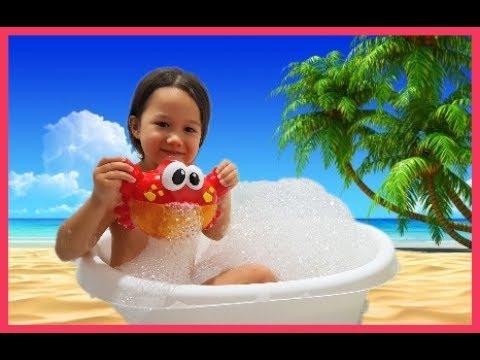 Краб пускает мыльную пену, мульные пузыри. Детское развлечение в ванной. 톨스토이 버블크랩 거품생성기