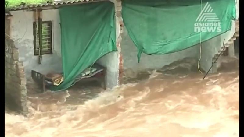 Ливни и наводнения в штате Керала на юго западе Индии погибли сотни человек 20 08 2018