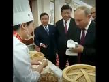Президент России Владимир Путин во время визита в Китай попробовал традиционные для этой страны блюда.