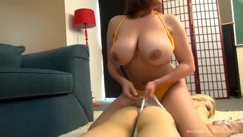 MOM_Blondevsbrunette