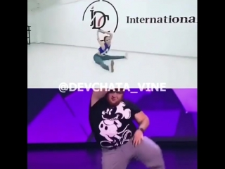 Вот это да😍🤤🔥 Кто из них круче танцует? 1 - Парень 2 - Девушка Пиши цифру в комментарии 👇🏻 #devchata_vine