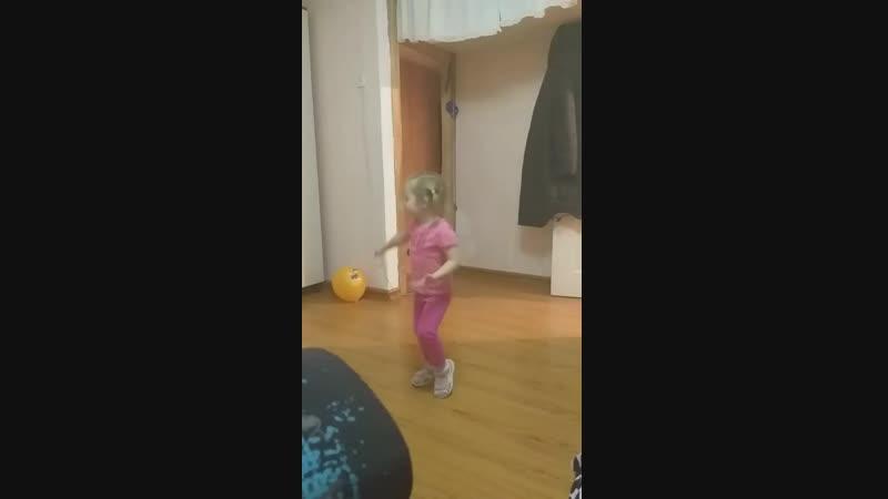 поля 2.12.18г танцует