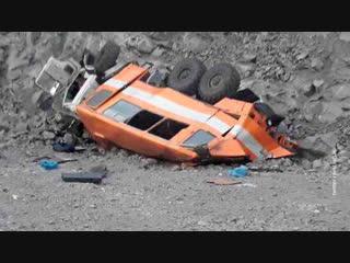 В Кузбассе автобус с шахтерами упал с обрыва