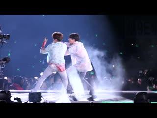 """190511 BTS - Baepsae + Fire (JUNGKOOK Focus) @ BTS World Tour """"LOVE YOURSELF: SPEAK YOURSELF"""" в Чикаго. День 1."""