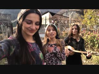 Милые девушки очень красиво поют (Trio Mandili - Garigeba)