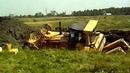 Гусеничные тракторы Т-130, ДТ-75 и др снова наматывают болото на траки! Подборка