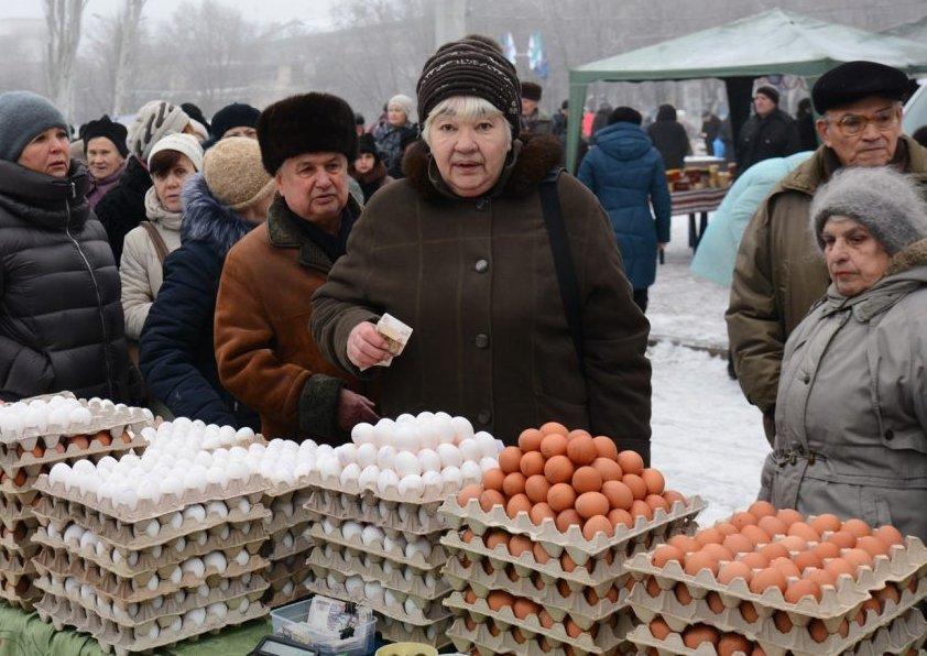 До чего боевики довели жителей луганска: появились снимки