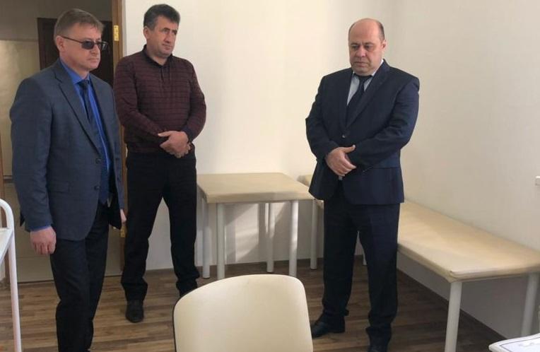 В ФАПе Архыза побывали министр Шаманов и  главрач ЗЦРБ Величко