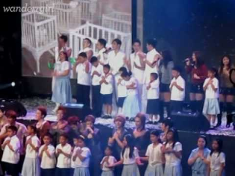 BeastB2ST Kim Hyun Joong singing Heal the World with kids (Philippines, 061910)