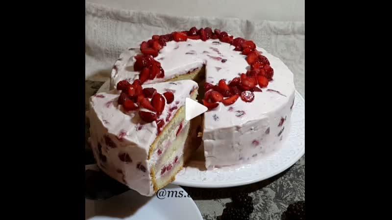 Миндальный торт с клубникой ингредиенты указаны в описании видео