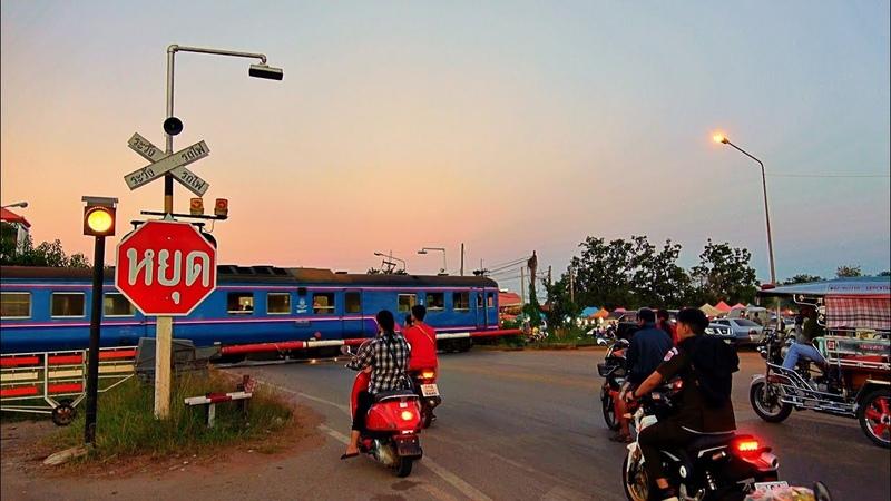 Thailand Railway Crossing. Border Train / Проезд железнодорожного переезда межграничным поездом