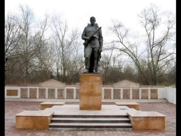 Памятники ВОВ Скорбь и память воинам героям