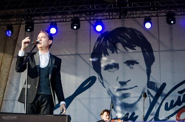2 июня  2018 г, участие Олега Погудина в фестивале «Петербург live», посвященном 80-летию Владимира Высоцкого, СПт-г R2gAICJBv6w