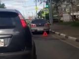 В центре Ярославля спорткар протаранил столб.