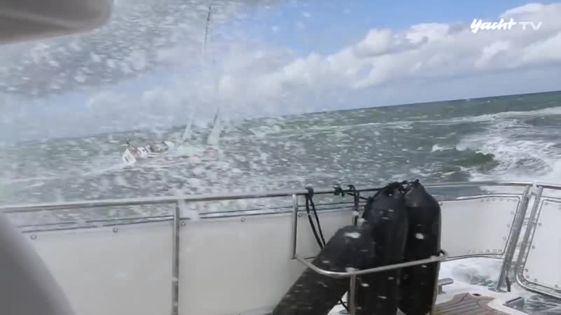 Elling_E4_Bad_weather_motorboat_against_sailing_yacht_during_a_storm