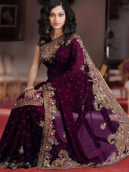 Сари, как искусство. Практически все мы хотя бы раз видели в газетах, журналах, фильмах или на просторах интернета индийских женщин, облаченных в яркую, невероятной красоты, украшенную