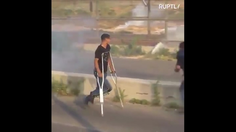 Scores of Palestinians injured during clashes with IDF at Gaza's main crossing into Israel