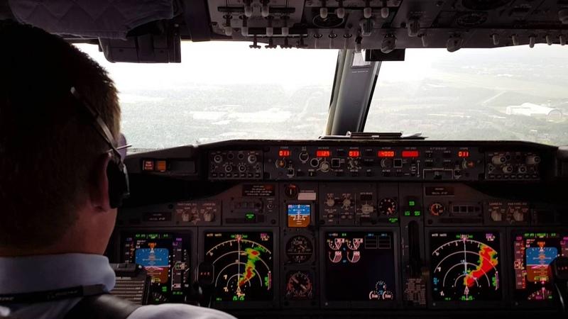 IAD Dulles landing in rain 737 NG