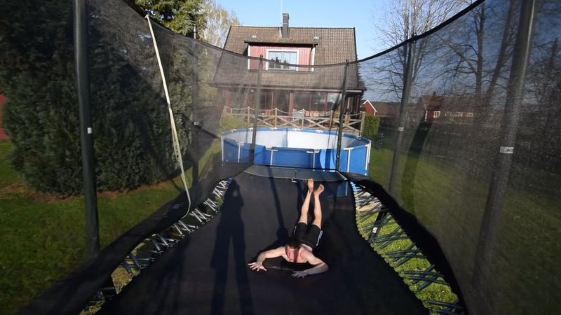 "Oskar Ovall on Instagram: ""Warm🤨☀️😍🍏 - - oskova flippingfeed quad fit backflip"""