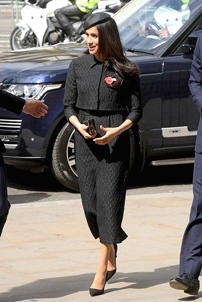 Ни минуты покоя - так можно описать последние дни королевской семьи Великобритании