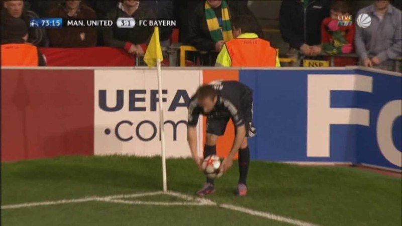 Arjen Robbens fantastic volley kick against ManUtd.