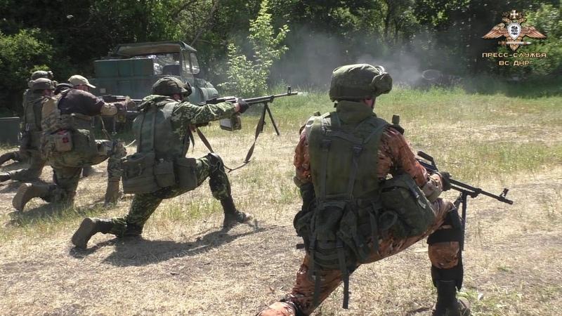 Пулемётчики – опора бойцов ДНР на поле боя