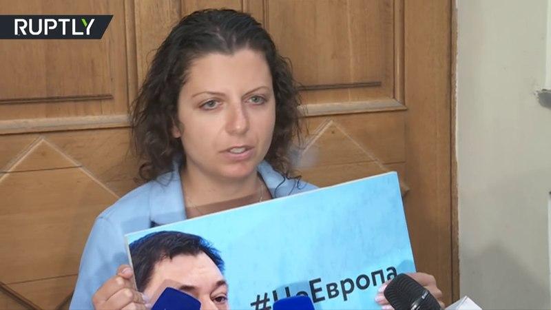 Российские журналисты вышли к посольству Украины на акцию в поддержку Кирилла Вышинского