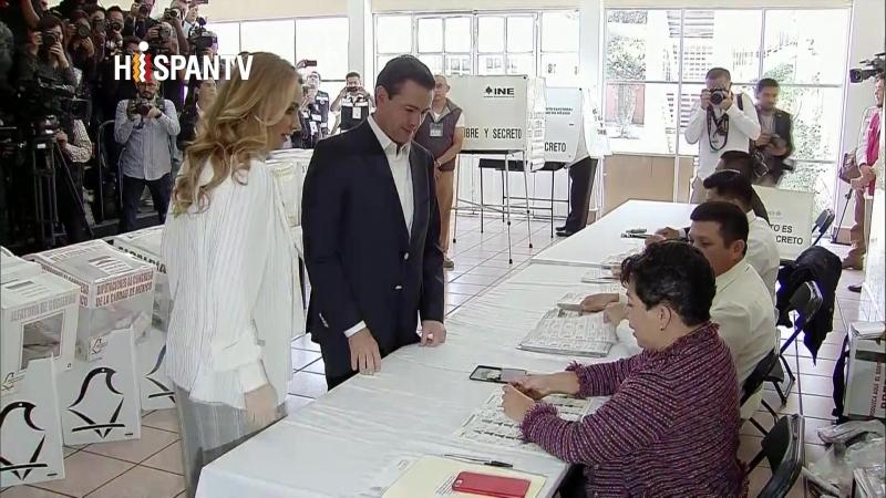 El presidente Peña Nieto emite su voto
