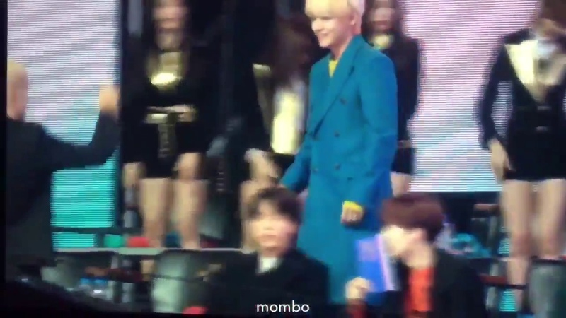 BTS V Helping NUESTW Members (Closeup Fancam) at 33rd Golden Disc Awards 2019