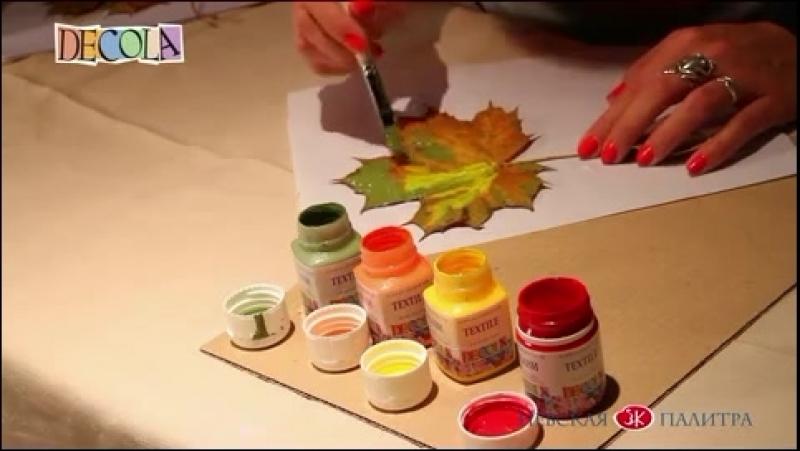 Декор скатерти штампами из яблока и кленовых листьев