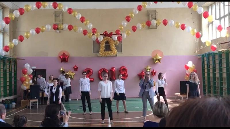 Массовый танец девочки