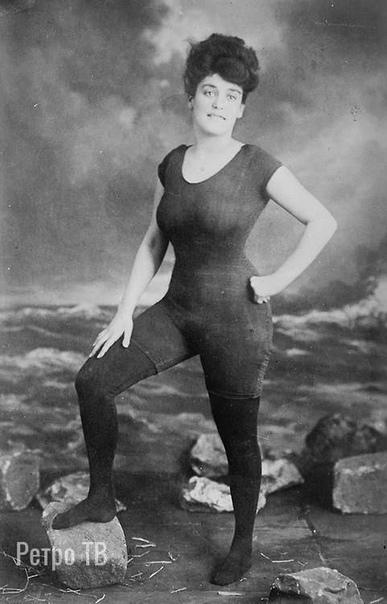 Аннет Келлерман продвигает права женщин носить цельный обтягивающий купальный костюм