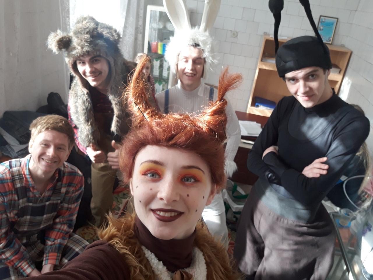 Луганский русский театр показал спектакли в детсадах Луганска