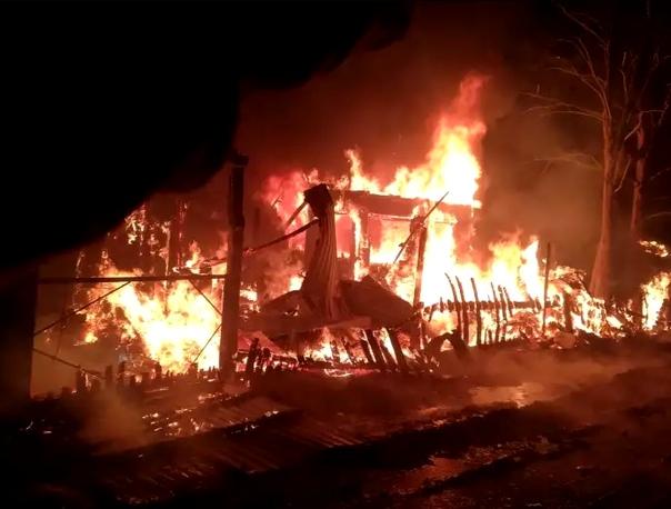 На пожаре в дачном кооперативе «Кедр» погибла женщина