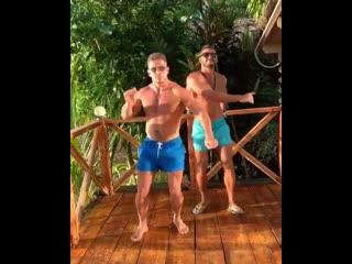 Танцоры Рома и Саймон. Кто вам нравится больше?)