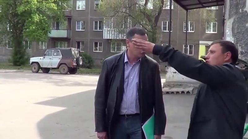 Депутат материться и бьет людей Жесть